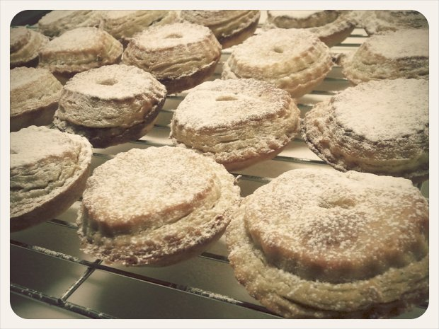 Magic mince pies